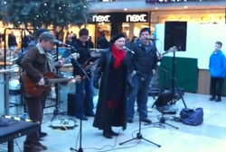 Hazel O'Connor perfroming in Lower Precinct, Coventry